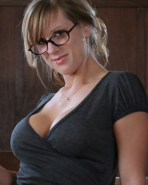 Sarah Sexy Office Tits