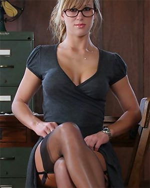 Sarah Busty In The Office