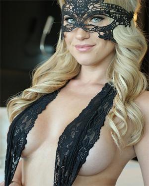 Shannyn Xo Mask Of Seduction