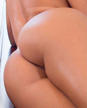 Vanessa Vailatti Bubble Butt Latina