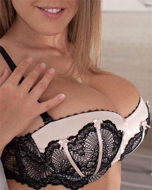 Viola Bailey Has Huge Tits In Lingerie